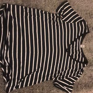 Old navy black and white short-sleeve
